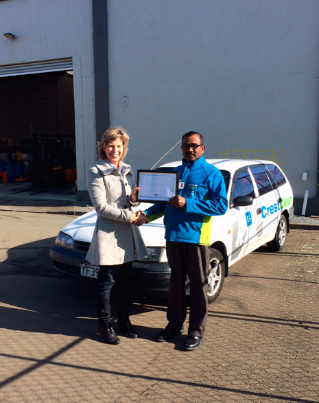 Hutt Valley franchisee Chandra Narayan was presented with his 5 year Long Service Award by Hutt Valley/Wairarapa Regional Manager Clare Menzies.