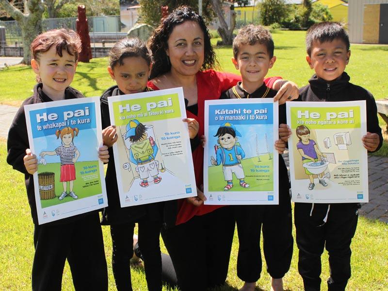 Tui Rolleston,Tumuaki at Te Kura o Matapihi School, with pupils Aletheia Papuni, Carly Hall, Te Awanui Yeager and Tukere Stanley-Kaweroa.