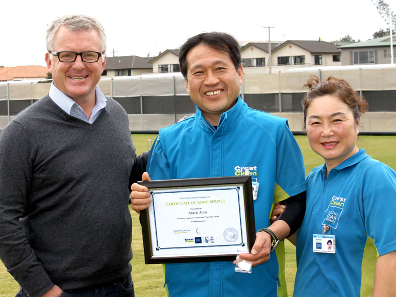 Mark Kim and Nancy Lee receive their Certificate of Long Service from Grant McLauchlan, CrestClean Managing Director.