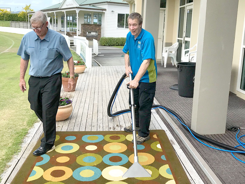 Charlie Lodge with Kelvin Walker, one of the participants on the carpet care course held in Christchurch.